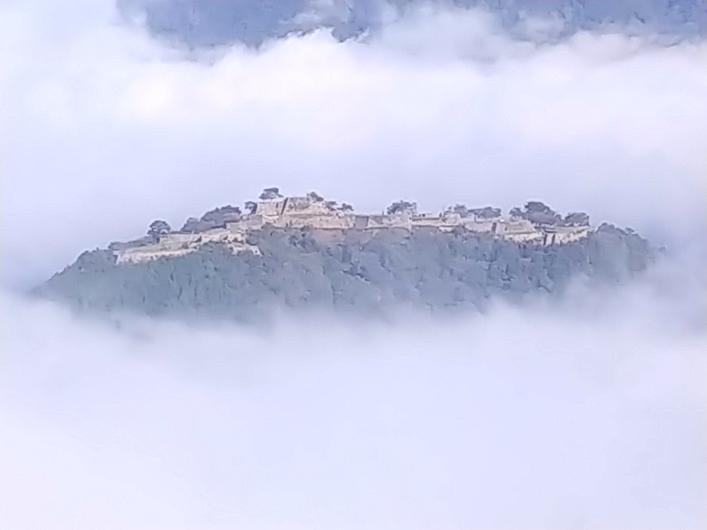 雲海に浮かぶ竹田城跡拡大