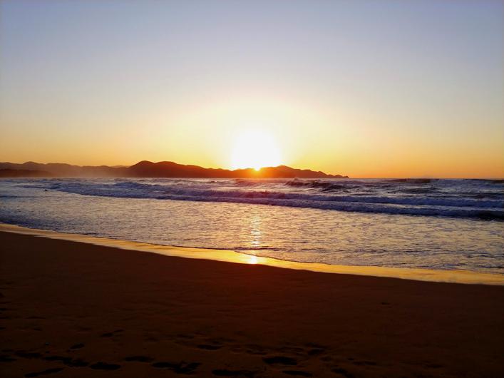 夕日ヶ浦の美しい夕日と海
